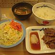 松屋のカルビ焼き肉定食