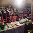 民族衣装とか大根の売店