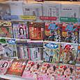 東京堂書店の雑誌・新聞コーナー